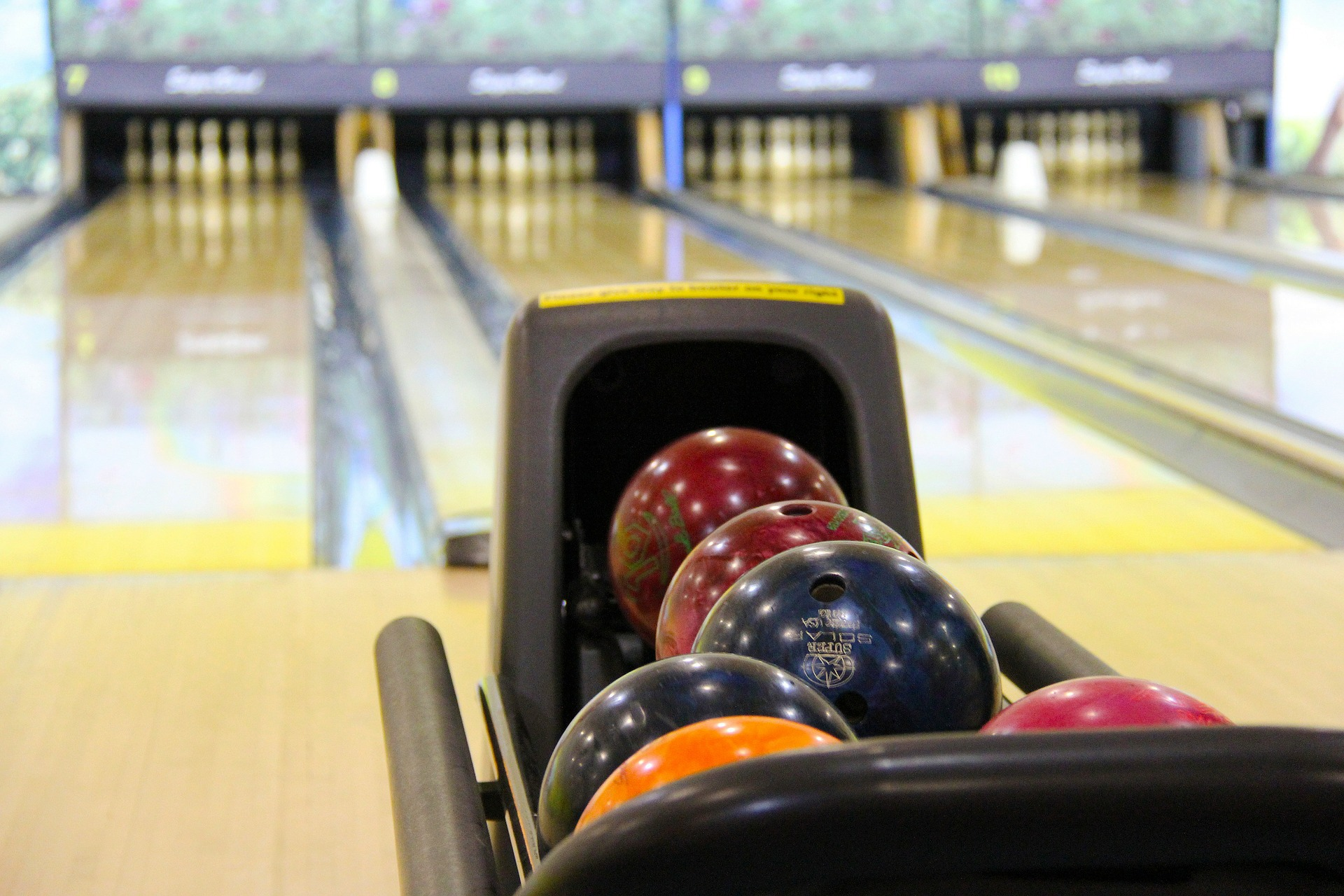 Picture of bowling alley lane